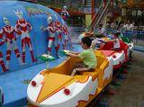 Guerra Ultraman carros na pista Shoot Ultraman Piscina Interior Viagem de Diversões