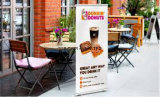 De binnen OpenluchtKoffiebar trekt het Intrekbare Broodje van het Aluminium op de Vertoning van de Banner voor PromotieCampagne uit