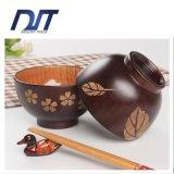 Bol en riz riche en bois riche en écologie avec motif de fleurs