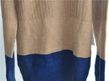 冬の人の長い袖は編まれたセーターを模造した