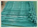 La polvere ha ricoperto il tipo d'acciaio quadrato guardavie del tubo per uso del giardino