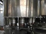 O PLC controla a maquinaria de enchimento de engarrafamento da água pura mineral com Ce