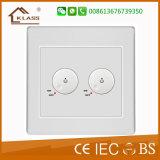Norma britânica 2 pista 2 porta USB do soquete do interruptor de alimentação do carregador de parede