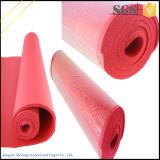 Le couvre-tapis à haute densité de yoga d'exercice de NBR avec réglable portent la courroie de bride
