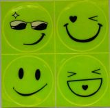 1 feuille (4 PCS), autocollant réfléchissant Small Smile Face pour moto, bicyclette, jouet Any Where for Visible Safety