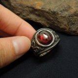 Bijoux en acier inoxydable en grenat rouge Bague pour homme en acier au titane