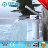 Nuevo mezclador hermoso del lavabo del grifo del diseño (BF-B10067)