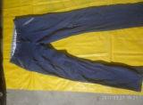 Roupa usada original não escolhida da mão das calças segundas do algodão dos homens