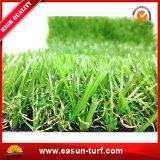 Tuin die het Kunstmatige Gras van het Tapijt van het Gazon modelleren