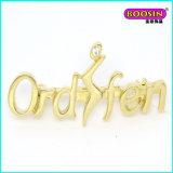 Diariamente vestindo broche de broche de letra de ouro barato personalizado