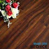 Type neuf qu'aucune colle n'installent fixent lâchement l'étage en bois résistant de l'eau de plancher de vinyle de PVC