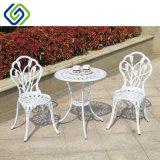 Таблица и стулы мебели литого алюминия напольные