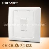 1 zoccolo dell'interruttore della parete dello zoccolo del gruppo 13A con l'indicatore luminoso di indicatore del LED