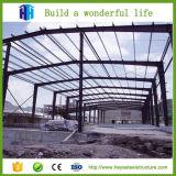 Строительный материал стальной структуры пакгауза светлый