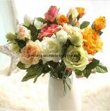 Fabrik-preiswerter roter Silk dekorativer künstlicher Rosen-Großhandelsblumenstrauß für Hochzeits-Dekoration