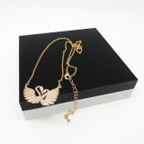 De klassieke Halsband van de Charme van de Zwaan van het Kristal met 18K Goud dat voor Vrouwen wordt geplateerd