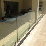 プールガラス塀またはガラスの柵かガラスの手すり