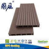 21*145mm環境に優しい屋外の防水WPCのフロアーリング