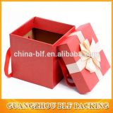Papel corrugado están ajustadas caja de embalaje con asa