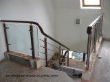 Прямая стеклянная лестница с твердой проступью поручня дуба