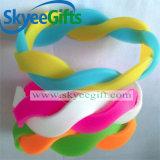Braccialetti poco costosi del silicone di vendita calda della molla di contrasto di colore