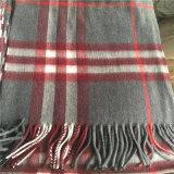 方法はギフトがあるようにカシミヤ織のスカーフおよびショールを確認し、手作りする