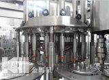 Terminar la planta de relleno de la fábrica carbónica del refresco que enciende las máquinas del proyecto