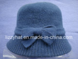 Chapéu feito malha forma de lãs com curva para o chapéu negro das senhoras