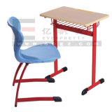 Bunter roter Schule-Tisch-blauer Stuhl-Schwarz-Metallrahmen heiße Saling Schulmöbel