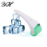 Rodillo de cuidado de la piel se enfrentan a un masaje de hielo Derma Hogar