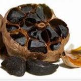 Aglio nero dell'alimento salutare dalla verdura pura dell'aglio
