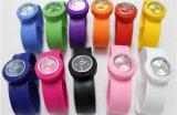 Yxl-874 최신 판매 2015 아이들의 묵 철석 때림 아이 혼합 다른 색깔을%s 사랑스러운 만화 시계 최고 선물