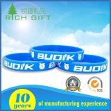 Braceletes de silicone baratos personalizados / debossed / gravados para presente promocional
