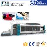 Vier Station-Plastikei-Tellersegment, das Maschine herstellt