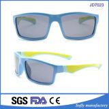 Le matériau en caoutchouc de contact doux de qualité badine des lunettes de soleil avec UV400 polarisé