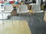 구부려진 목제 반대 바 의자