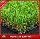 Hierba de alfombra artificial del jardín de China para el revestimiento de suelos al aire libre impermeable