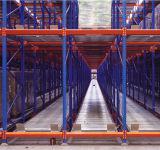 Динамический поток для транспортировки поддонов хранения данных для установки в стойку
