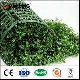 Les petites feuilles vert artificiel en plastique de clôture en treillis de plantes de jardin