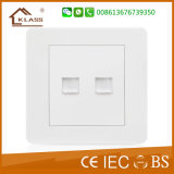 13A con el socket de pared BRITÁNICO del enchufe doble del USB