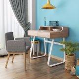 Mesa simples do estudo com o Hutch na forma de madeira para o estudante