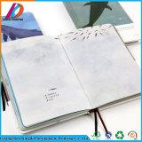 Напечатанная таможней цветастая тетрадь одноклассника школы с планкой платы