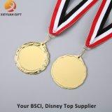 Liberar las medallas del deporte del metal del molde con la cinta