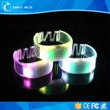 Braccialetto infiammante di prezzi di fabbrica LED, braccialetto telecomandato del LED, braccialetto chiaro di movimento LED
