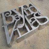 O alfabeto do aço inoxidável rotula grandes números e letras do metal do tamanho