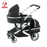Carrinho de bebé com a estrutura e as pequenas e pequenas Carrycot do Assento