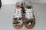 Chaussures de toile du garçon avec le modèle supérieur coloré