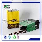 Sac de café en plastique avec le distributeur de grains de café à l'emballage