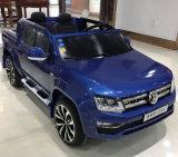 Volkswagen a autorisé la conduite d'enfants sur le jouet de véhicule avec deux portées