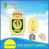 Distintivo militare del ricordo con la spilla intermedia e posteriore di colore di sicurezza
